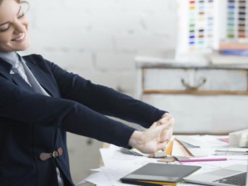 4 ejercicios simples para realizar en tu trabajo y bajar peso