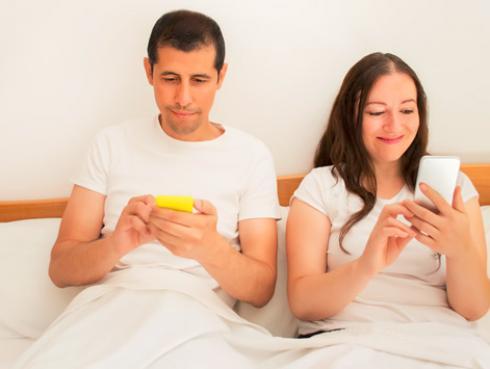 7 reglas de WhatsApp para que tú y tu pareja vivan felices y tranquilos