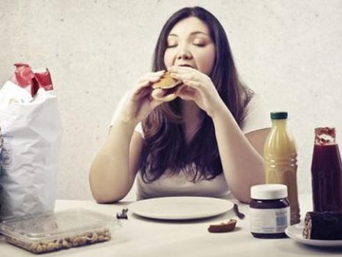 ¿A qué hora debemos comer para bajar de peso?