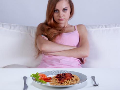 Estas son las consecuencias de saltarse comidas para bajar de peso