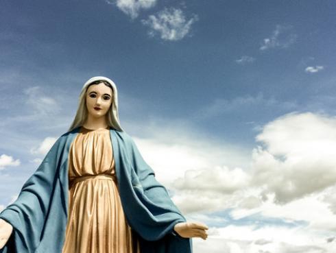 """Conoce la historia de la estatua de la Virgen María, conocida como """"María, la desatanudos"""""""