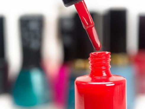 Elige el esmalte correcto según el tono de tu piel