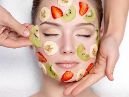 Exfoliante de frutas casero para limpiar tu piel en verano