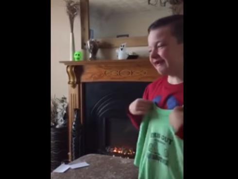 La reacción de este niño al enterarse que tendrá un hermanito te dejará sin aliento