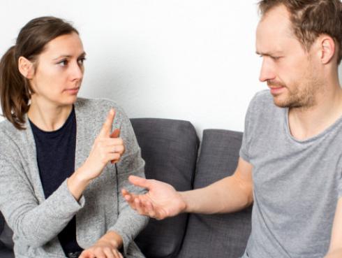 ¿Le has prohibido alguna vez hacer algo a tu pareja por celos o enfado?