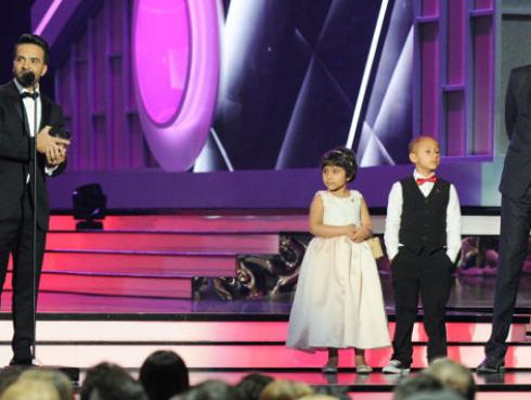 Luis Fonsi recibió premio y cantó 'Despacito' en los Premios Billboard 2017