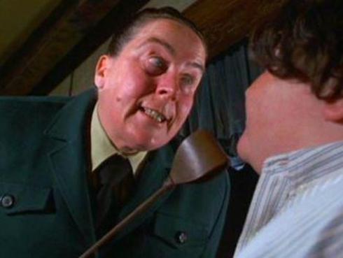 Mira como luce 'Tronchatoro' la directora del colegio de 'Matilda'