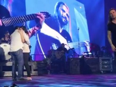Pedida de mano en concierto de Maná se convierte en viral