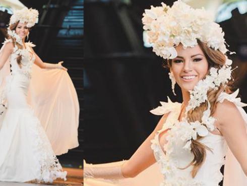 Priscila Howard luce vestido inspirado en 'La Flor de la Canela'