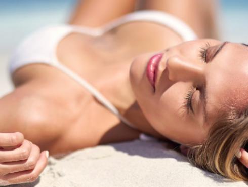 Tips para disfrutar del sol sin dañar tu salud