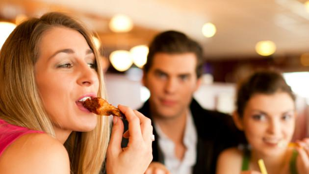 3 errores que cometes a la hora de comer
