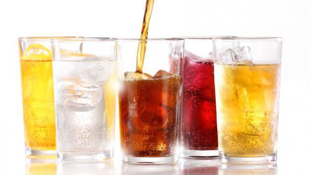 8 efectos negativos de consumir gaseosa