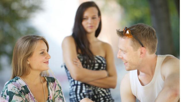 ¿Aceptarías que tu pareja sea amigo(a) de su ex?