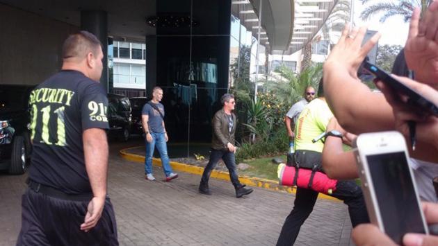 Alejandro Sanz llegó a Lima y enloqueció a sus fans