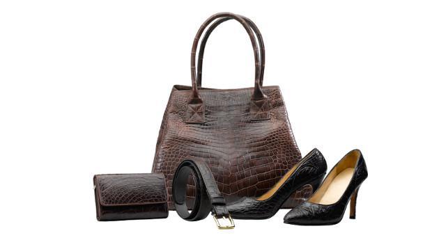 Aprende a limpiar tus zapatos y carteras de cuero correctamente