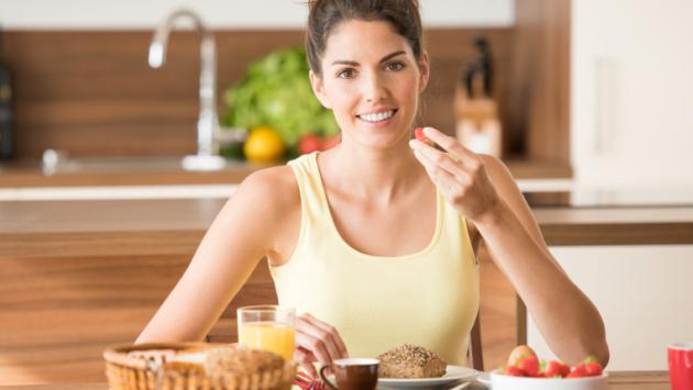 Comer proteína en el desayuno te puede ayudar a perder peso