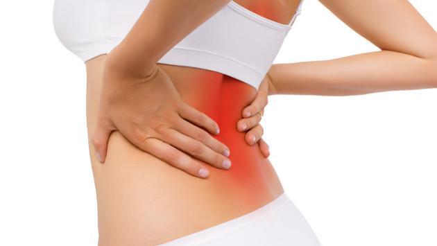 Los dolores en el departamento de pecho de la columna vertebral al movimiento