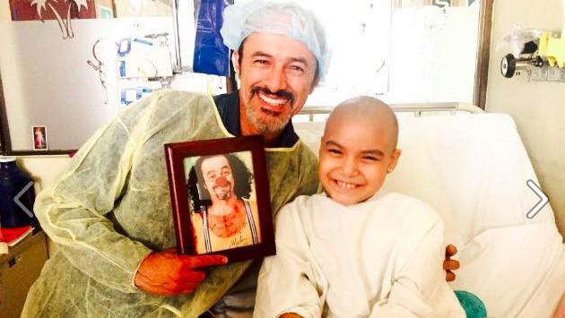 Carlos Alcántara tuvo conmovedor gesto con fan