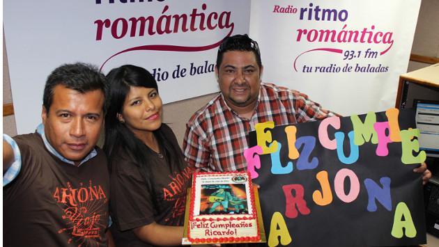 Club de fans de Ricardo Arjona le cantó el 'Feliz Cumpleaños' en la cabina
