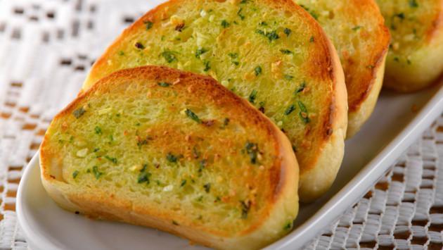 Delicioso pan al ajo en solo minutos