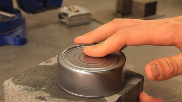 ¡Descubre aquí cómo abrir una lata sin abrelatas!