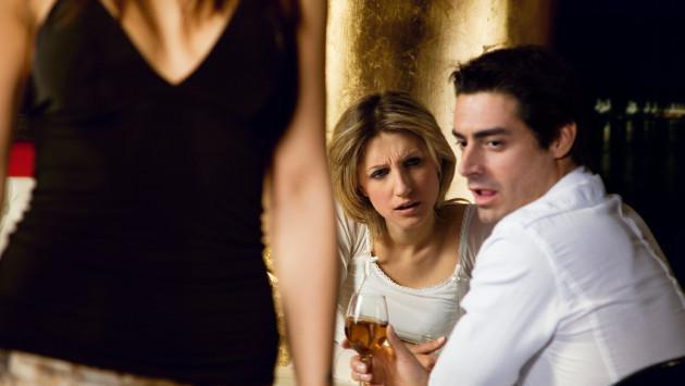 Entérate por qué los hombres voltean a mirar a otras mujeres