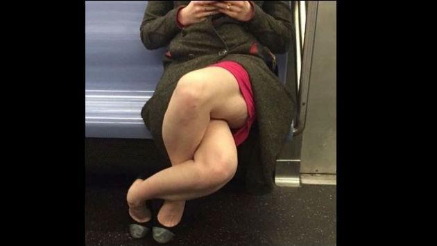 ¡Esta singular y escalofriante forma de cruzar las piernas causa asombro!