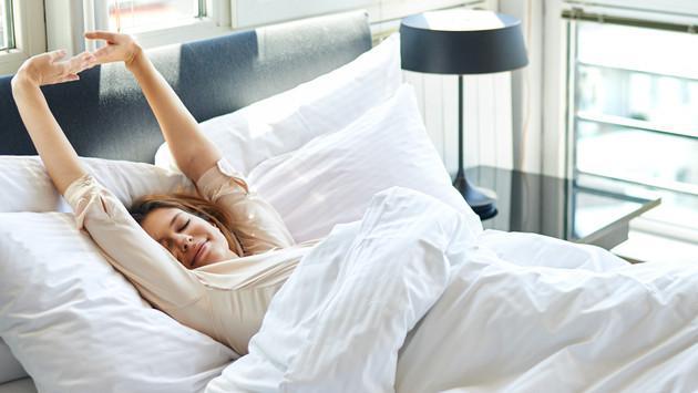 Estudio asegura que tender las sábanas de la cama no es bueno