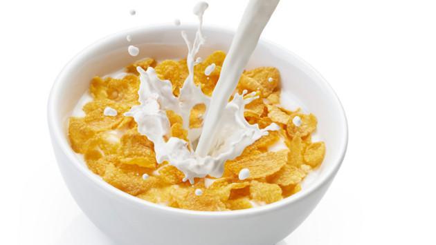 Evita comer estos alimentos en la noche si quieres adelgazar