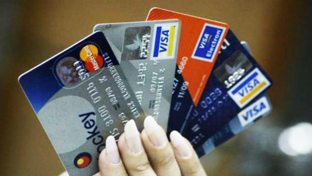 ¿Te endeudas mucho con las tarjetas de crédito? Estos cuatro consejos son para ti