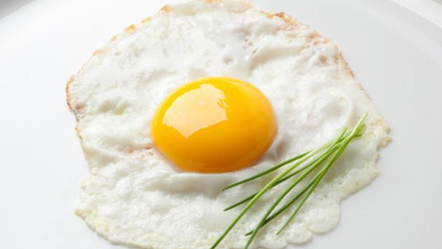 Huevos perfectos usando una cebolla