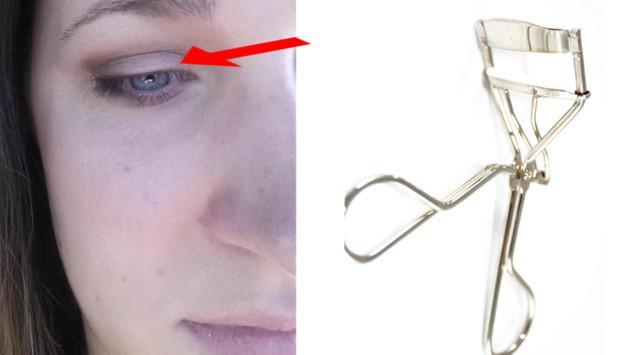 Joven perdió las pestañas mientras las rizaba