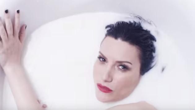 Laura Pausini aparece desnuda en su nuevo video 'He creído en mí'
