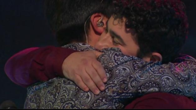 Luis Fonsi lloró en 'The Voice Chile' por difícil situación que pasa concursante