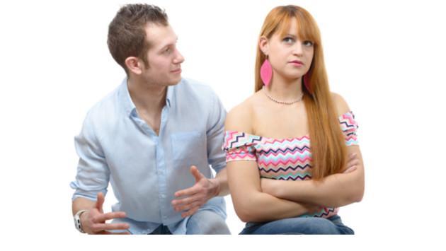 ¡Mi pareja quiere controlar mis amistades!