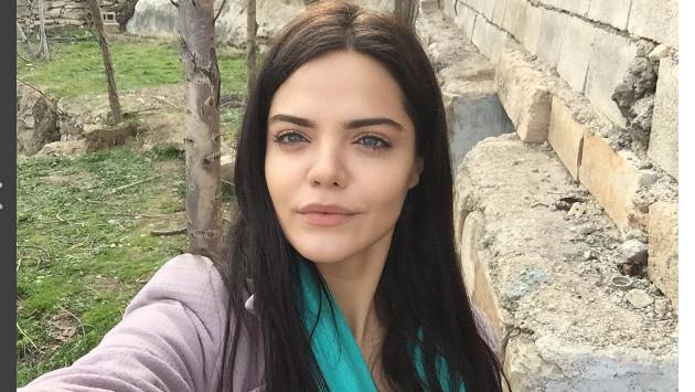 ¡Mira aquí cómo luce ahora 'Özlem Şamverdi' de la telenovela turca 'Rosa Negra'!