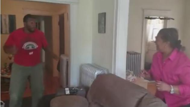 ¡Mira el emocionante encuentro de esta madre con su hijo luego de diez años! (VIDEO)