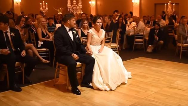 ¡Mira la divertida sorpresa que le hicieron a esta recién casada en pleno matrimonio!