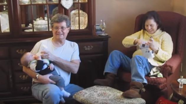 Mira la reacción de esta mujer al enterarse que será abuela
