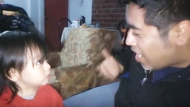 ¡Mira la reacción de este niño cuando ve a su papá sin lentes! ¡Te divertirá! (VIDEO)