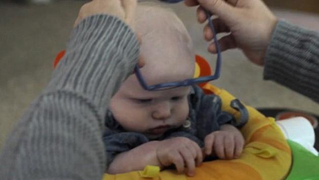 Mira la reacción de un bebé de 4 meses que ve a su mamá por primera vez