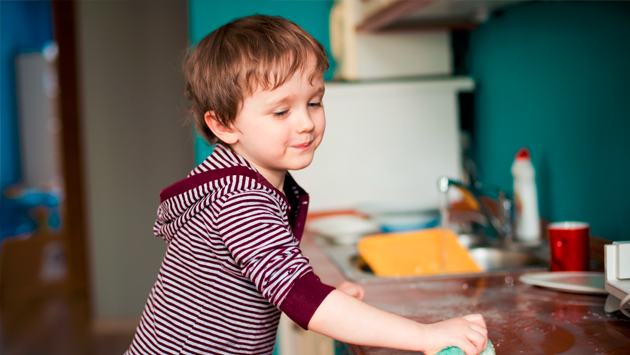 ¿Es bueno premiar a los niños cuando ayudan en casa?