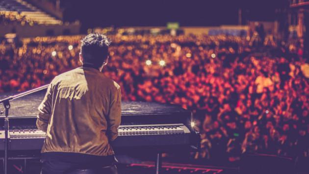Pablo López confiesa que le encanta hablar con su público en conciertos