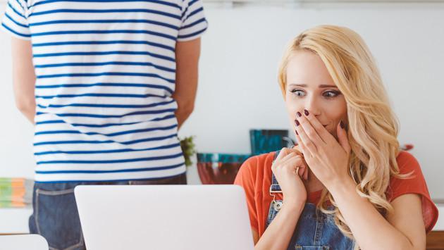 ¿Qué harías si te enteras que  tu pareja agregó a su ex en Facebook?