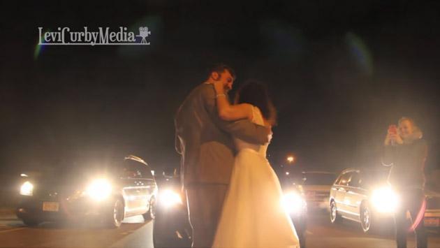 Recién casados son viral de YouTube por bailar en medio del tráfico [VIDEO]