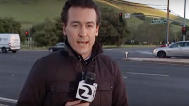 Reportero estuvo a punto de ser atropellado durante transmisión en vivo