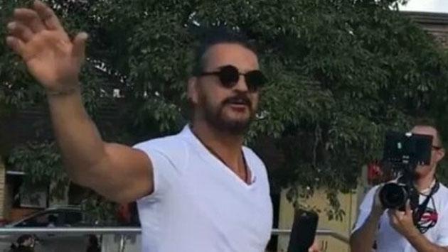 Ricardo Arjona fue captado en plena grabación del videoclip de 'Ella' [VIDEO]