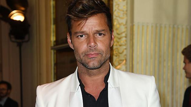 Ricky Martin comparte selfie con uno de sus gemelos y alborota las redes sociales
