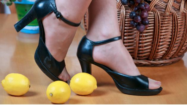¿Sabes por qué deberías poner cáscaras de limón a tus pies? ¡Descúbrelo aquí!