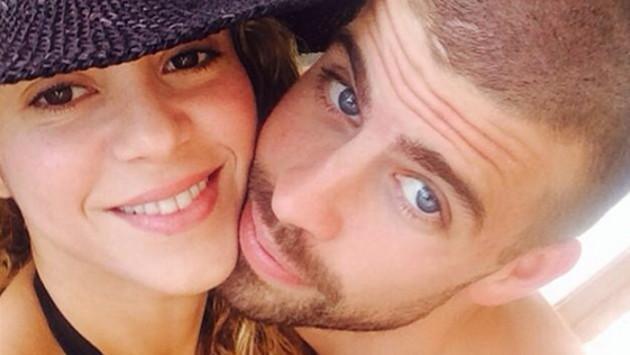 Shakira y Piqué se lucen enamorados en concierto